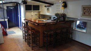 Onze keuken en bar